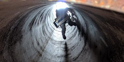 ndt inspector in tunnel